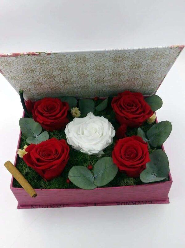 aranjament 5 trandafiri criogenati in carte