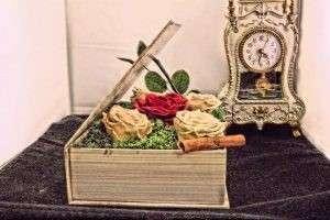 Aranjament nemuritor 5 Trandafiri Naturali Criogenați în carte