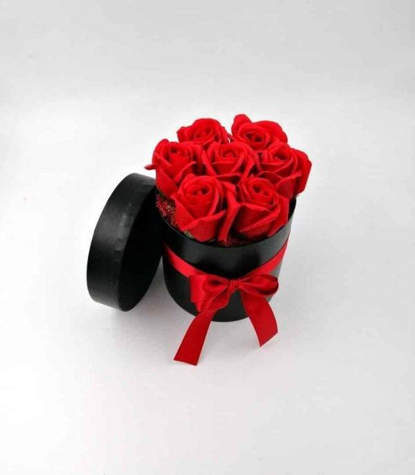 Aranjament 7 Trandafiri săpun parfumați în cutie, rosu